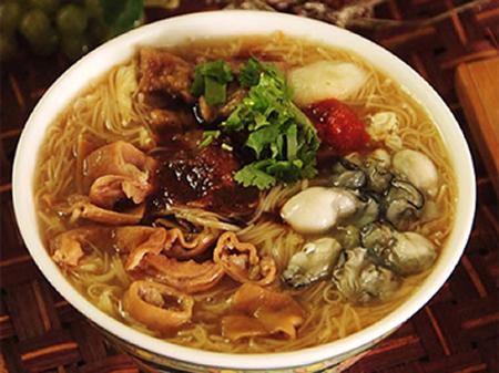 山珍加海味,文化匯聚的台灣小食 - 大腸蚵仔麵線