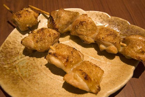 噹噹!先上一道每次我必點,有時還一人吃兩份的和民頭牌: 鹽燒雞腿串